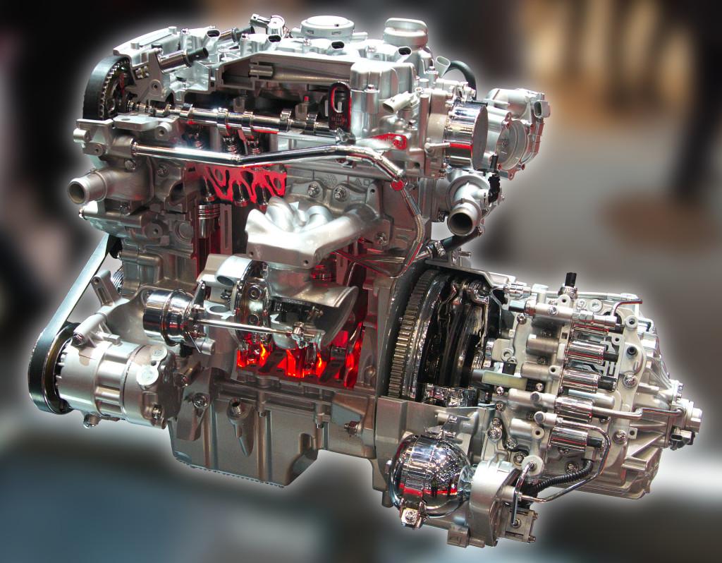 Geneva_MotorShow_2013_-_Alfa-Romeo_engine-2